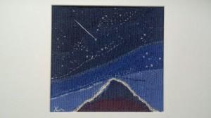 「頂の願い星」 真っ暗な中を一歩一歩進む 息苦しくなるきつい登り 一瞬空を見上げた時 流れ星の光 手を合わす 願いが届きますように